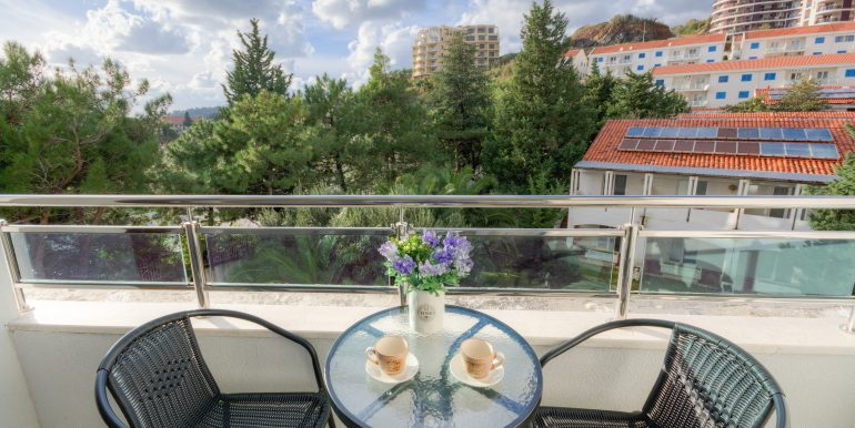 Balcony 1-02