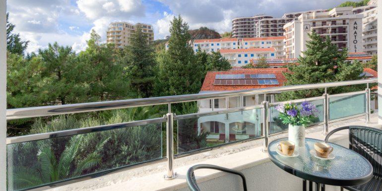 Balcony 1-03