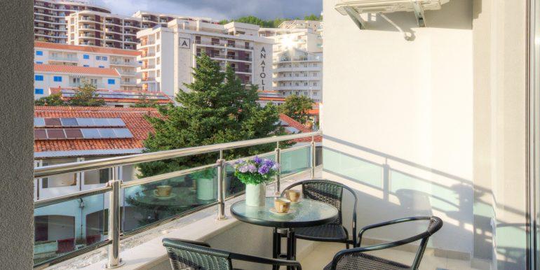 Balcony 1-04