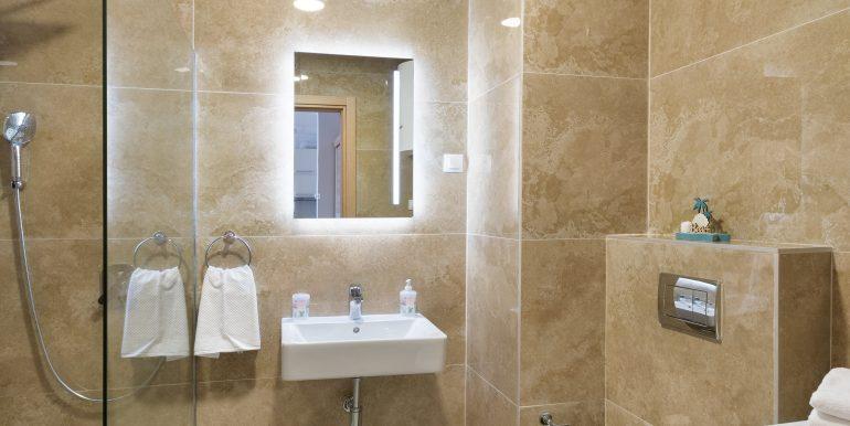 Bathroom 1-01