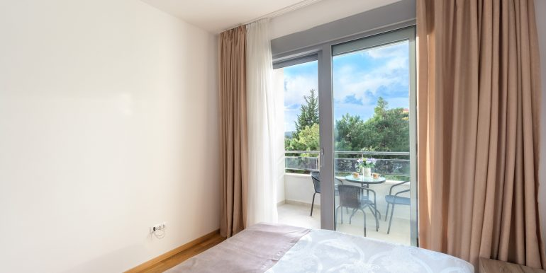 Bedroom 1-04